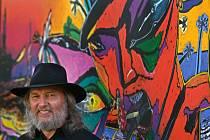 Boris Jirků při vernisáži svých obrazů v rožnovské Galerii Crears v srpnu 2011