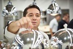 """Michelinský šéfkuchař Nicolas Decherchi v Lanterně: """"Plánování galavečeří ve Spa hotelu Lanterna. Důležitým detailem je například i volba talířů, na nichž se budou jednotlivé chody servírovat."""""""