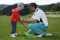 Zábavná neděle (nejen) s golfem ve Velkých Karlovicích.