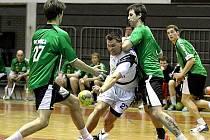 Házenkáři Zubří (v zeleném zleva Pernica, Stržínek, Jurka) ve Slovinsku prohráli v tomto utkání s Mariborem i s pak s Koperem. Porazili jen rakouský Barnbach-Koflach.