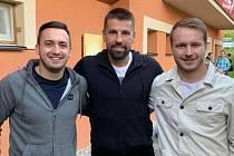 Fotbalista Kateřinic Radek Fojtů (vpravo) na snímku s Milanem Barošem a Ondřejem Čtvrtníčkem