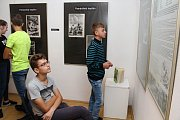 Hodinu výtvarné výchovy si zpestřili studenti Masarykova Gymnázia ve Vsetíně. Navštívili výstavu obrazů Zdeňka Buriana.