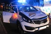 Střet osobního vozidla s chodcem v Halenkově na Vsetínsku.