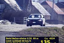 BMW, které se řítilo obcí Dolní Bečva na Rožnovsku rychlostí 135 kilometrů v hodině, zachytil radar rožnovských strážníků.