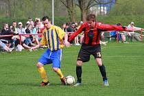 Fotbalisté Juřinky (červené dresy) porazili Hutisko 1:0.