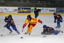 Přípravné utkání 4. tříd Trenčín – Valašské Meziříčí (modré dresy) vyhráli domácí 9:5.