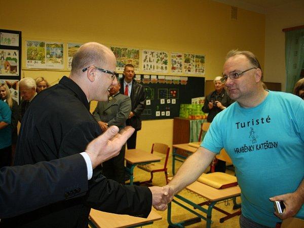 Premiér české vlády Bohuslav Sobotka navštívil vKateřinicích školu a kostel.