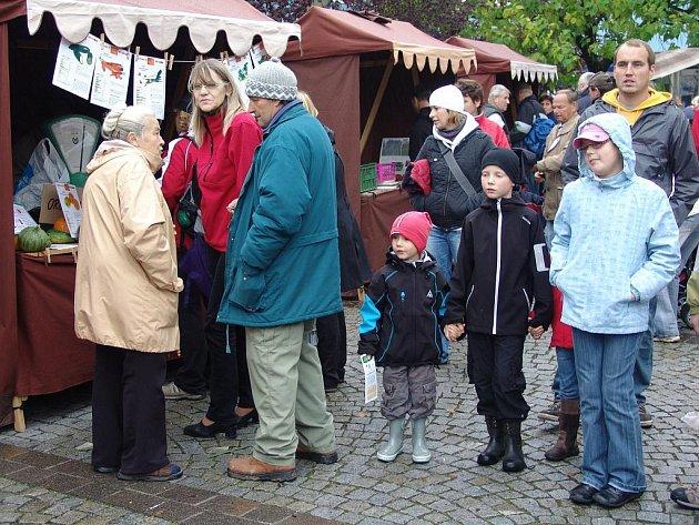 V úterý se na Dolním náměstí ve Vsetíně konal první farmářský trh.