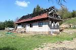 O velikonočním pondělí 2019 rodině Koudelových v Huslenkách doslova shořela střecha nad hlavou.