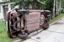 Nehoda osobního vozu Škoda 120 L v Rožnově pod Radhoštěm.