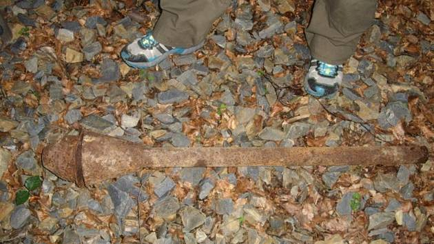 V lese u Pozděchova ležela funkční pancéřová pěst z války.