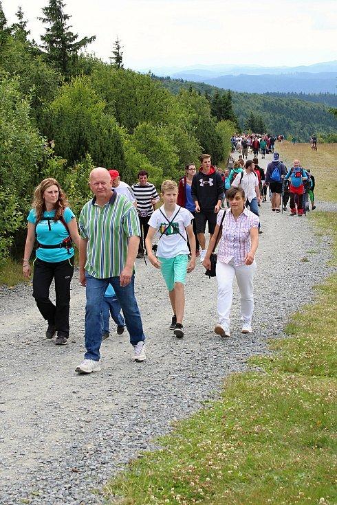 S erozí půdy bojují ochranáři nejvíce na turisticky exponovaných místech. Stezka Pustevny-Radhošť, která vykazuje obrovskou návštěvnost, dostává pod tisíci páry bot zabrat.