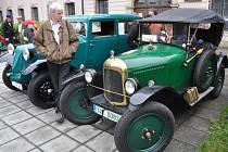 Spanilou jízdu historických vozidel pod názvem Veteránem valašskú krajinú uspořádal v sobotu 1. června 2013 Valašský Veteran car club Rožnov pod Radhoštěm. Majitelé historických automobilů a motocyklů také u zámku Kinských ve Valašském Meziříčí.