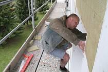 Budova mateřské školky v Huslenkách, která byla do provozu uvedena v roce 1983, se dočkala první zásadní rekonstrukce.