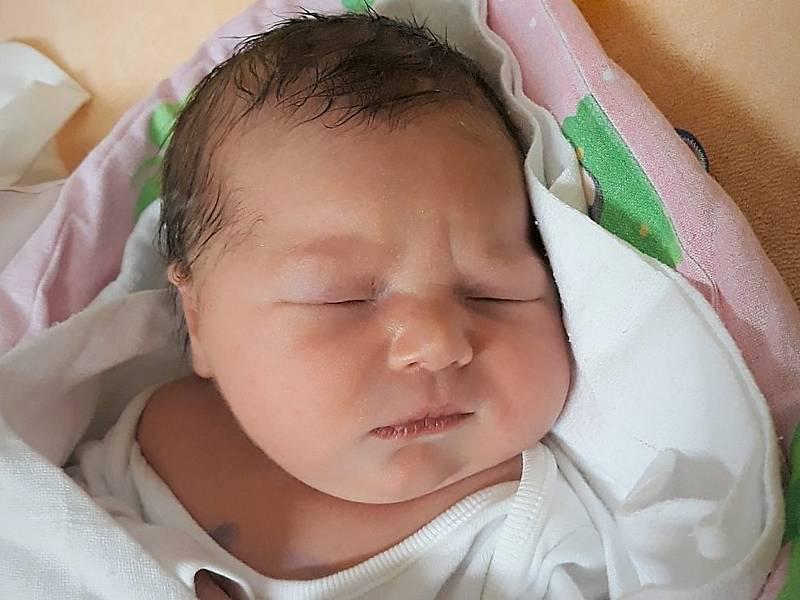 Štěpánka Vojkůvková, Rožnov pod Radhoštěm, narozena 21. září 2021 ve Valašském Meziříčí, míra 48 cm, váha 3150 g