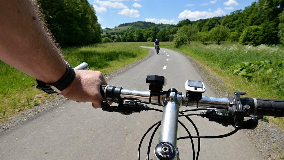I. etapa cyklostezky Bevlava vede ze Vsetína přes Ústí, Leskovec, Valašskou Polanku do Lužné.  Trasa mezi Ústím a Leskovcem, 10.6.2021.