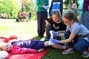 Ve vsetínské Panské zahradě se ve čtvrtek 11. května 2017 konala soutěž mladých zdravotníků. Pořadatelem byl oblastní spolek Českého červeného kříže. Žáci základních škol a víceletých gymnázií ukázali své dovednosti při záchraně lidských životů.