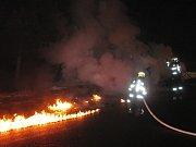 Plameny zničily motor a kabinu dodávky ve Stříteži