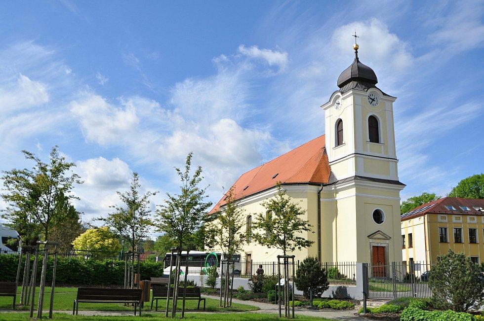 Farní kostel Neposkvrněného početí Panny Marie. Vlastní duchovní správa vznikla v Brankách v roce 1784. Kostel je klasicistní jednolodní stavba se čtyřbokou sakristií na jižní straně a hranolovou věží. Na ostění vstupních dveří je letopočet 1787 (rok doko