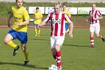 Kapitán fotbalistů Valašského Meziříčí Aleš Michálek (s míčem).