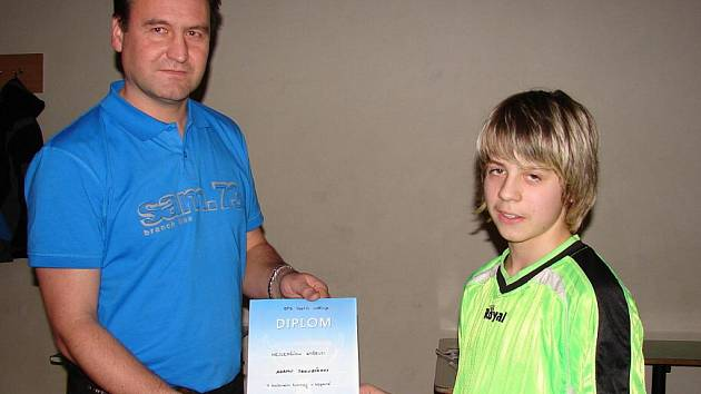 Nejlepším střelcem turnaje s 15 brankami byl Adam Jakubík (Ratiboř), jenž přebral ocenění z rukou předsedy OFS Martina Straky.