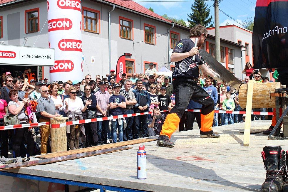 Na soutěž Prlovský drvař se v sobotu 11. května sjelo 32 soutěžících a stovky návštěvníků. Obdivovali také exhibici Eurojack.