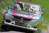 Posádka Pešl – Juřica s vozem Mitsubishi Lancer EVO IX na trati rallysprintu Kopná.