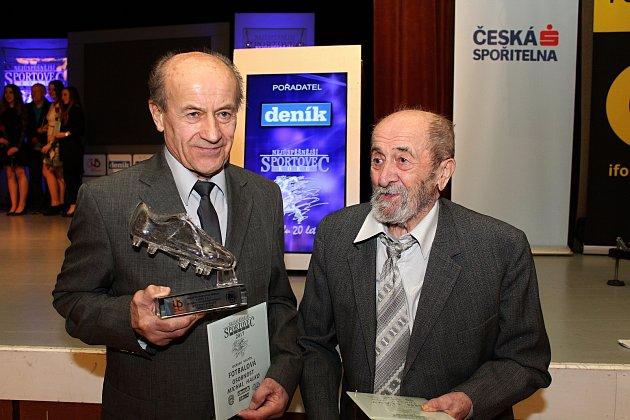 Neúspěšnější sportovci a sportovní osobnosti za rok 2017 si ve středu 7. března 2018 převzali ocenění ve velkém sále vsetínského domu kultury. Fotbalovou osobností se stal brankář Michal Halko (vlevo). Do síně slávy vstoupil letos devadesátiletý šachista