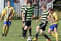Fotbalisté Kelče B (pruhované dresy) doma porazili Hutisko B 5:2.