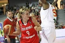 Basketbalistky České republiky (s míčem nejužitečnější hráčka celého turnaje Hana Horáková) získaly na MS úžasné stříbro a pobláznily celou naši hokejovo–fotbalovou republiku.