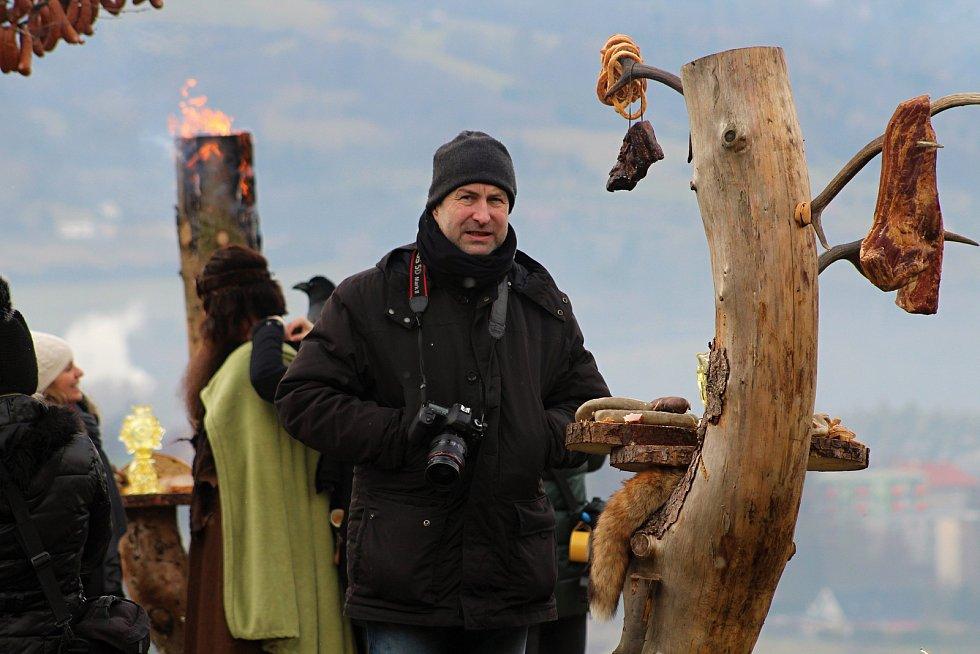 Herci a filmaři dokončili natáčení valašské pohádky Největší dar. V pátek 17. ledna 2020 dotáčeli v Podlesí záběry pro promo videa. Na snímku kameraman David Ployhar.