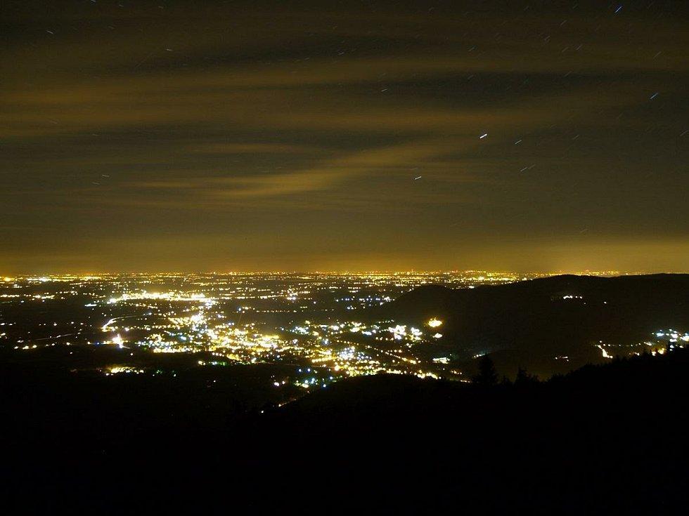 Umělé osvětlení změnilo krajinný ráz i na místech, která jinak požívají nejvyšší ochranu.