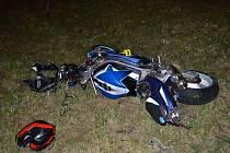 Zfetovaná motorkářka ujížděla hlídce a havarovala.