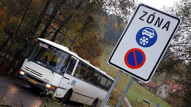 Na Valašsku označili první úsek silnice značkami Zimní výbava. Od listopadu bude platit na úseku silnice Valašská Bystřice – Rožnov pod Radhoštěm.