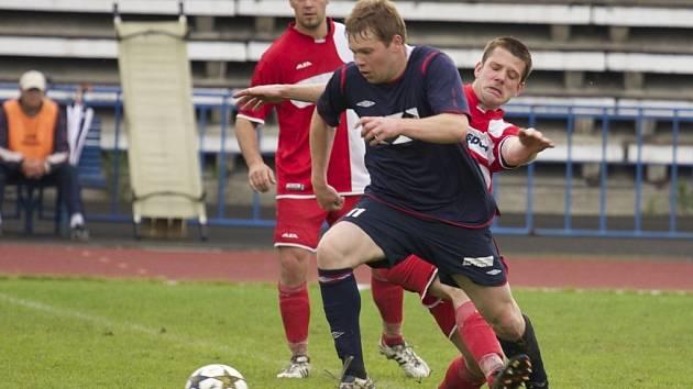 V utkání divize E Valašské Meziříčí (modré dresy) porazilo Slavičín 3:1.