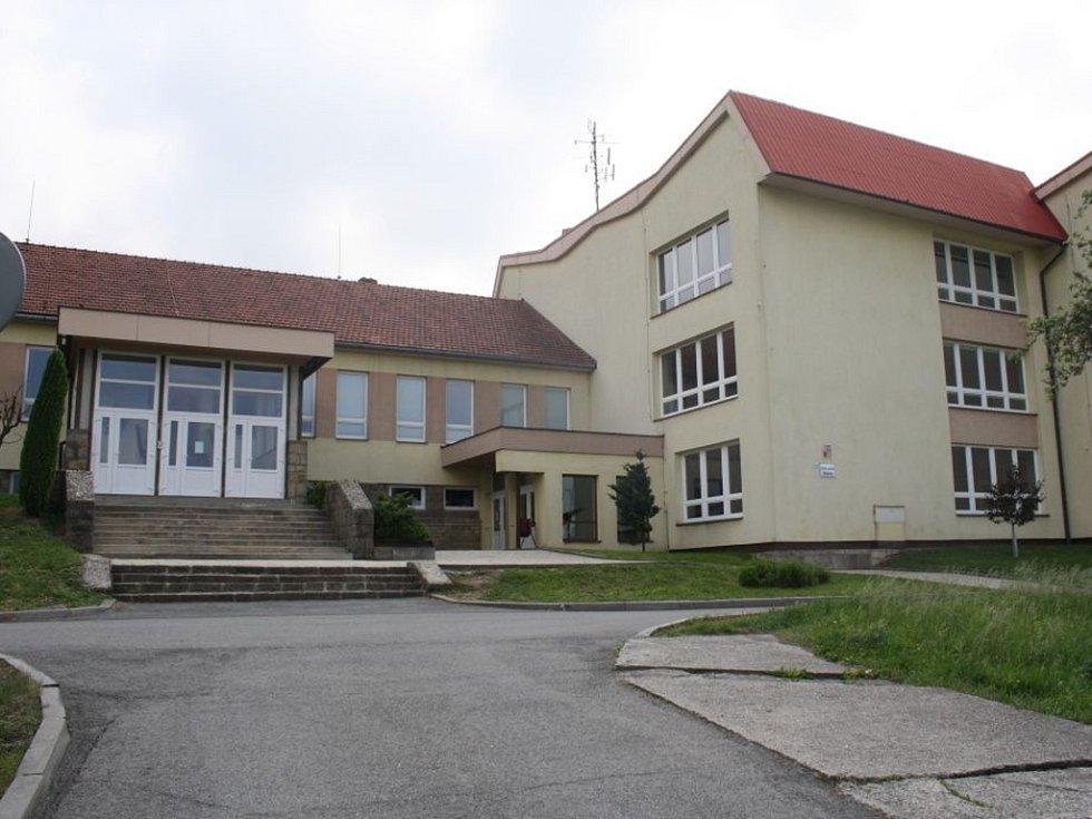 Základní škola Jablůnka.