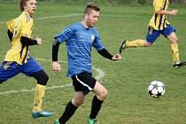 Fotbalisté Kelče B (modré dresy) doma přehráli Hutisko B (3:1).