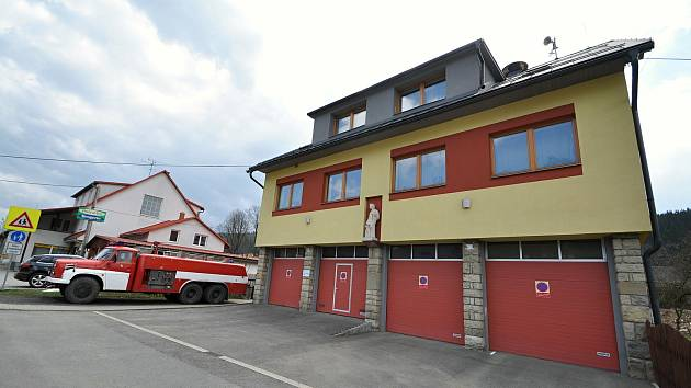 Velké Karlovice - hasičská zbrojnice na rozcestí Soláň.