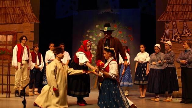 V neděli se konala premiéra valašské zpěvohry Oslobodená slibka.