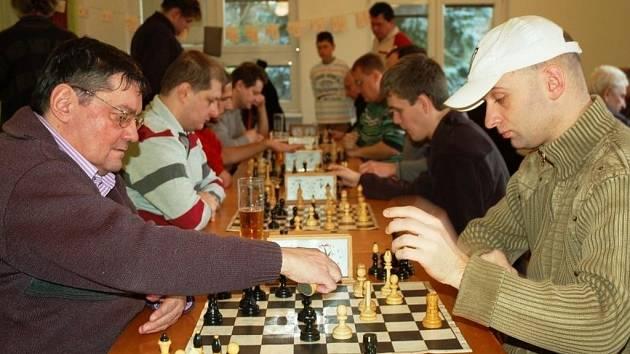Jubilejního 40. ročníku turnaje v Brankách se účastnilo 27 šachistů.