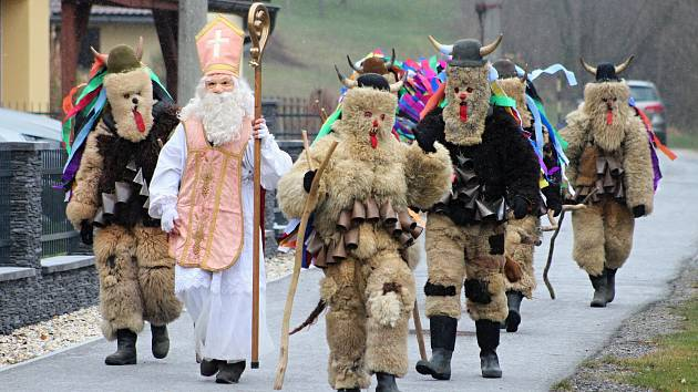 Mikulášská družina vyrazila v sobotu 1. prosince 2018 do chalup ve Francově Lhotě.