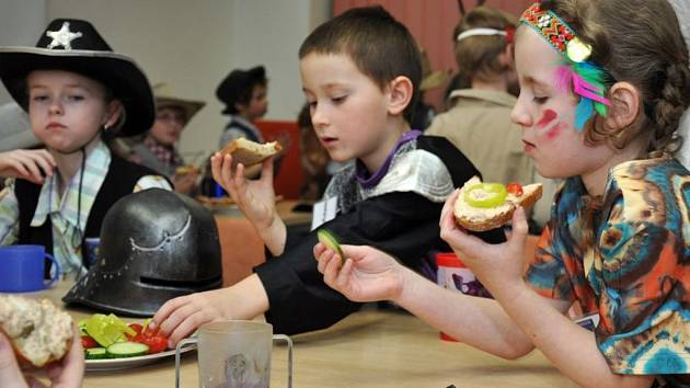 Ve vsetínských knihovnách na Dolním náměstí a na Trávníkách se v noci na sobotu 31. března 2012 konala Noc s Andersenem. Knihovníci připravili pro děti zábavný program.