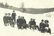Sáňkaři na Soláni roku 1911.