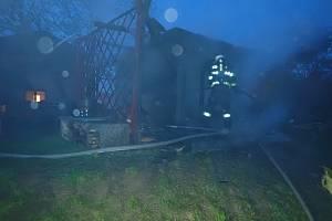 Tři jednotky hasičů likvidovaly ve Valašském Meziříčí požár zahradní chatky.