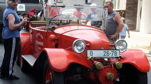 Do Vsetína zavítali hasiči s historickými vozidly