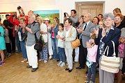 Večernímu vystoupení na podiu Svárov předcházela odpolední vernisáž obrazů Ivana Mládka v galerii Stará radnice. O hudební vložku se postaral sám autor obrazů Ivan Mládek společně s kolegou z Banjo Bandu Janem Mrázkem.