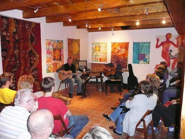 Koncert v informačním centru Zvonice. Ilustrační foto.