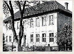 Budova školy na podzim roku 1963.