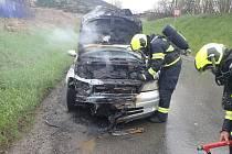 Řidiči ve Vsetíně vzplál za jízdy motor