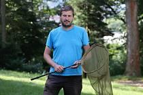 Lukáš Spitzer z Muzea regionu Valašsko vede mapování výskytu modráska černoskvrnného na Horním Vsacku.